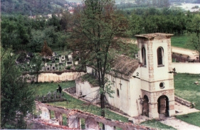 Разрушени Храм и остаци Конака